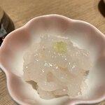 122813968 - 白えび刺身小皿単品   690円                       (白えび約30尾使用)