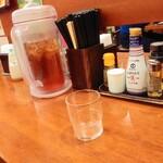 長崎らーめん 西海製麺所 - 卓上 びわ茶あります