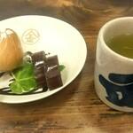 灸まん本舗 石段や - 灸まんセット(灸まん+羊羮+お煎茶)     税込250円