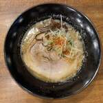 122821786 - 豚骨ラーメン 醤油(並) 770円