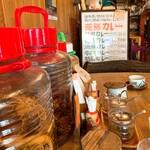 薬膳カレーじねんじょ - 喫茶店のような雰囲気の店内