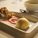 ブルーバイユー・レストラン - ピーカンナッツのパイ バニラアイスクリーム添え