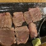 焼肉おにく - 牛トロカルビ 5秒炙り。 トロケました〜おかわりしたし。