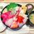 魚力食堂 - おまかせ市場丼(酢飯大盛) 1,290円(大盛=同価格) ※左上のワサビは追加で頂いたものです