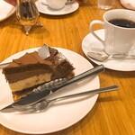 コーヒー ミキ - チョコレートタルトは、ラズベリーソースが間に入っており、濃厚ですがあっさりと食べられます。