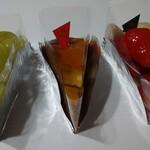 果実工房 新SUN - マスカットのタルト、焼きリンゴのタルト、紅白イチゴのタルト