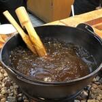 大谷堂 - 囲炉裏鍋に入ったとろとろ「わらび餅」