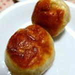 122846632 - 「元祖豚饅頭」税込1個100円。