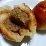 122846639 - 「元祖豚饅頭」税込1個100円。