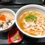 なか卯 - 生ほたていくら丼(ミニ)540円と蒸鶏と生姜の京風あんかけうどん(並)490円