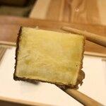 天婦羅 みやしろ - 石川県。上品な甘味がありました。中はホクホク皮目が       カリッとして苦味がありアクセントに。