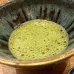 天婦羅 みやしろ - 大将がたててくださった抹茶。