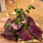 122875908 - 定番!牛ハラミのステーキ&フリット 赤ワインバター                         ハーフサイズ ¥990-(税込表示)