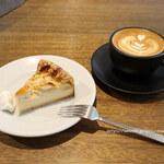 cafe634 - 洋梨のチーズケーキとカフェラテ