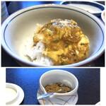 人形町今半 - 別で卵とご飯が用意され、トロトロ卵の玉子丼。好みで、山椒をかけて頂きます。 すき焼きで頂いた生卵が残っていれば、それを追加してもOK。