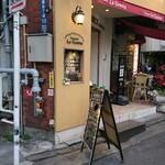 122876881 - 道路を挟んで歌舞伎座の向かい側のビルにあります