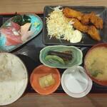 魚がし食堂 中央市場店 - お刺身と能登のカキフライ定食