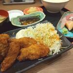 魚がし食堂 中央市場店 - カリッカリのカキフライと新鮮なお刺身(^o^)
