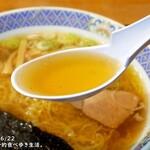 駅前食堂 - 煮立たせず透明なスープ