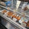 鳥新 本社小売部 - 料理写真:総菜ショーケース。