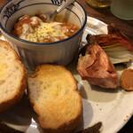 酒美飯囲ひろし - 料理写真:鶏肉デミグラス・バケット添え