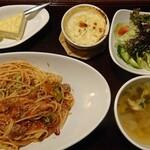 茶屋 草木万里野 - 料理写真:スパゲッティランチA 980円(ひき肉とブロッコリーのトマト)