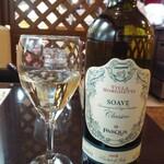 ブランディーノ - ドリンク写真:ハウス白(ビアンコ)ワイン2,400円がワインの日で半額