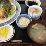 三平茶屋宮丸店 - 三平茶屋宮丸店さん 牡蠣フライ定食