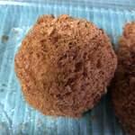 尾島商店 - 蟹クリームコロッケ。俵型ではなく球体