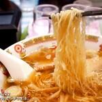 新華園本店 - 細くてもコシの強い麺