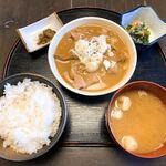 郷土料理とお食事処 赤富士 - 牛もつ定食