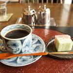 茶房 なかじま - 料理写真:珈琲と季節の和菓子セット780円