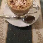 122939891 - マキアート エスプレッソに泡立てたミルクがのっています。少し砂糖をかけると美味しいです。