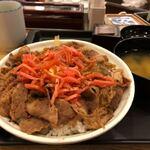 松屋 - 料理写真:プレミアム牛めし アタマの大盛り あれ?やたら多くない?!すげ〜なー 牛丼屋さんって