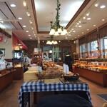 本格石窯パン工房 麦の香り - 広い店内です