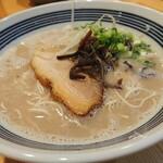 豚骨アンテナヌードルズ - 料理写真:豚骨ラーメン(醤油700円)
