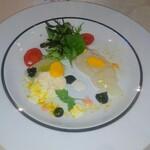 レストラン ラグラース - 三重県産ヒラメのマリネとタルタルのデュオ、イカ墨風味のエイグレットソース