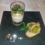 レストラン ラグラース - ズワイ蟹とリゾート産ポテトのブランダード トリュフ風味、ハーブオイル、クルトンを添えて