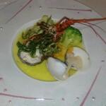 レストラン ラグラース - 伊勢海老のエッセンスとサフランの香りを纏ったナージュ