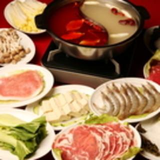 平日休日共にランチ・ディナーで営業しております。