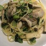 イタリアンカフェ ピアチェーレ - 料理写真:牡蠣と小松菜のパスタ