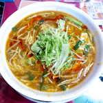 広東飯店 美香園 - 黒酢スーラータン麺(¥890)。スープには片栗粉のとろみがあり、アツアツでの提供