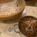 ムンバイキッチン - メティマトンカレー、チャパティ