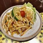CHOMPOO - サラダ②:ソムタム(パパイヤを使ったサラダ)