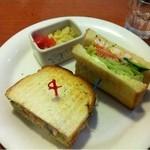 12297409 - ランチのサンドイッチ(ポテトサラダかくれてしまいました)