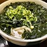サヌキのピッピ - わかめが多い、麺が見えるのはココだけ。