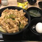 伝説のすた丼屋 - すた丼並680円(税別)