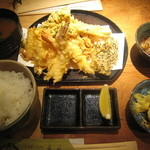 天晶 - サービス定食