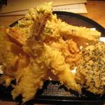 天晶 - サービス定食の天ぷら