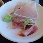 伊豆中ばんばん食堂 - 定食セットのお刺身